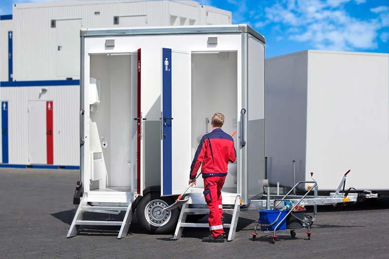 media/image/CH-TOITOI-Toilettenwagen-Reinigung.jpg